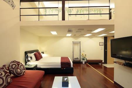 幸福YES民宿B&B 二館 樓中樓6~8人房   房號103 - Apartment