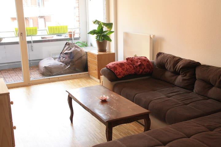Willkommen! Helles zentrales Zimmer mit Balkon - Münster - Apartment