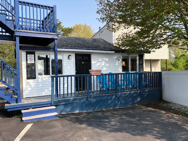 Old Orchard Beach 2 BR Cottage, Steps to Beach!