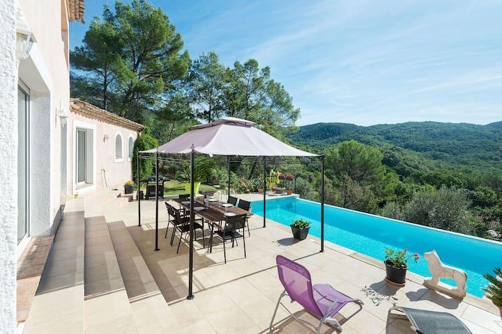 Villa spacieuse à Bargemon avec piscine privée et une belle vue