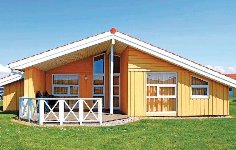 Holiday cottage with 4 bedrooms on 141 m² in Friedrichskoog