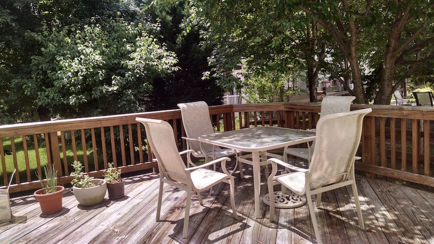 Your vacation home with easy access to DC, Bmore