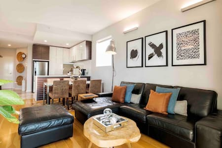 Stylish Executive Apartment in CBD