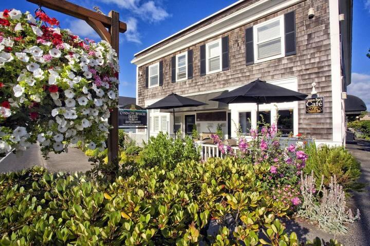 09 Cannon Beach Hotel Premier