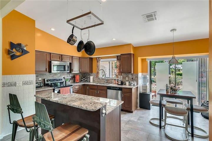 Mid Century Mod, BIG Kitchen, FREE Wine, Fireplace