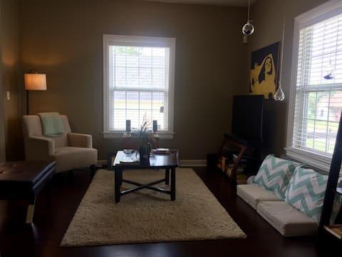 The Vonnegut - A nice room near downtown.