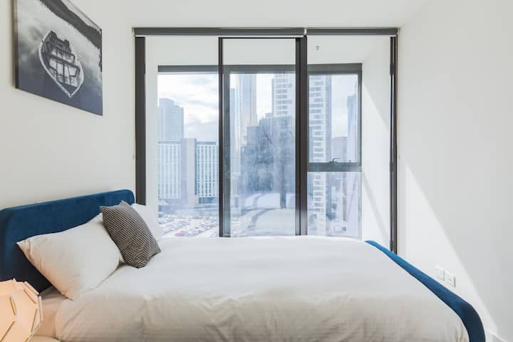 Modern apartment in CBD near crown