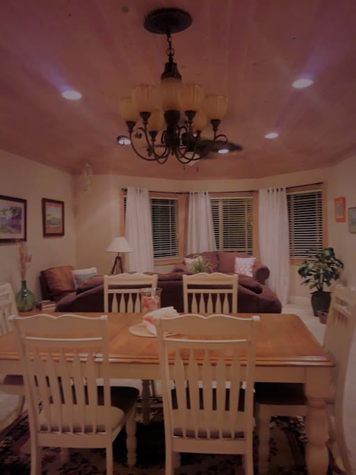Dinning table for sitting 6 guest
