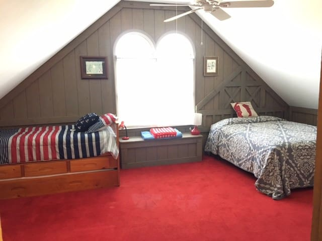 "Seven Oaks Farm-""Barn Loft"""