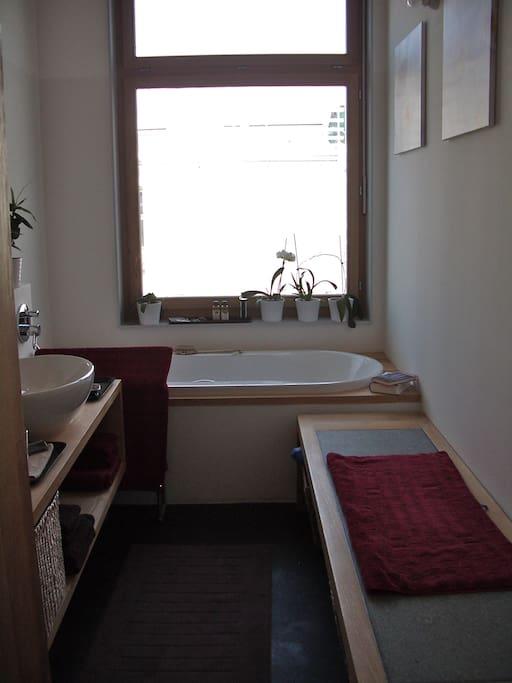 Badezimmer mit Wärmebank