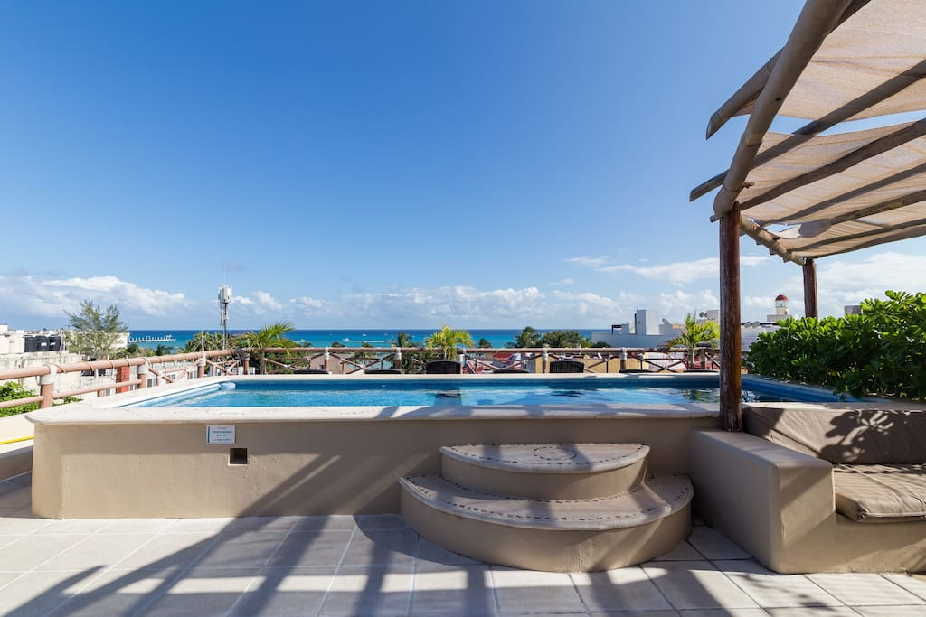 Dip pool and ocean view on shared solarium