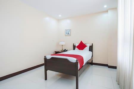 Deluxe Single Room In Hotel Edmundo