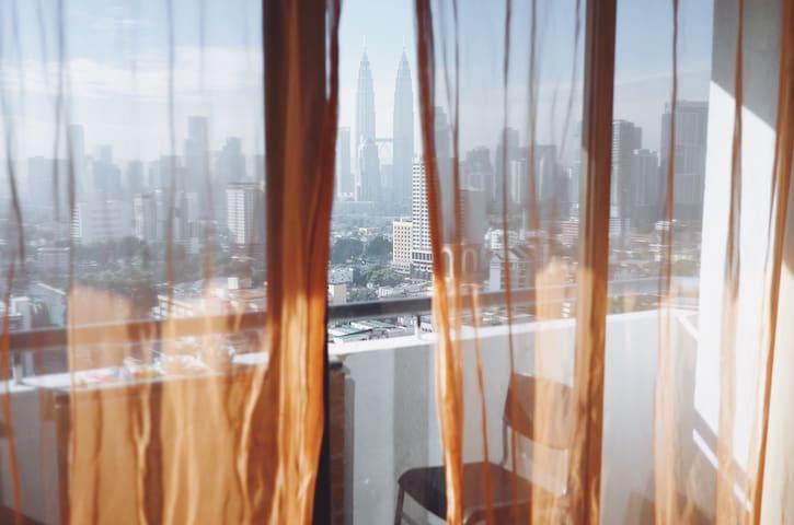Room in cool flat w/ BEST VIEWS! - Kuala Lumpur