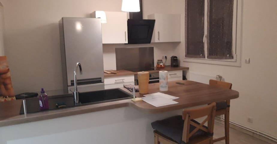 Chambre dans un appartement rénové