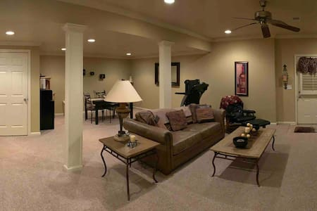 Elegant basement suite in the suburbs