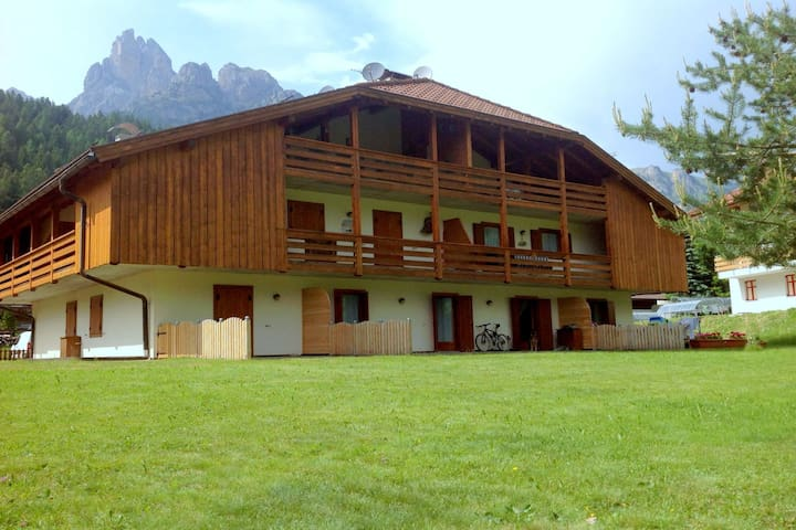 Lovely Chalet in Pozza di Fassa with Garden