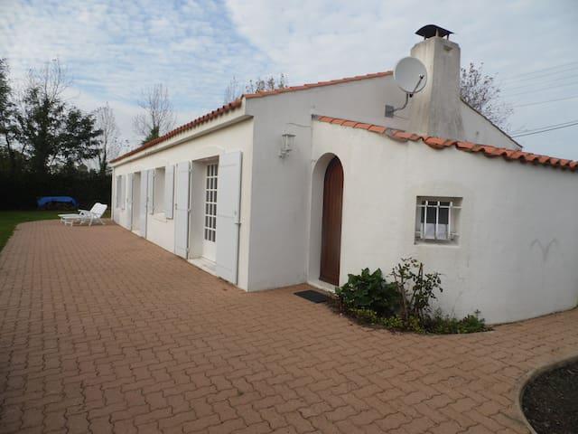 Maison calme vendée -  7 km mer - Grues - House