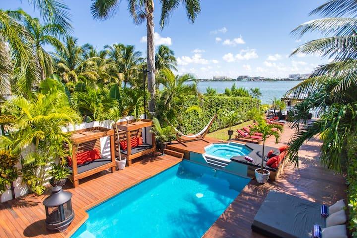 4 BR Trendy Waterfront Villa