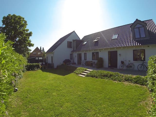 Beautiful new house with own bathroom - Aarhus - Dům