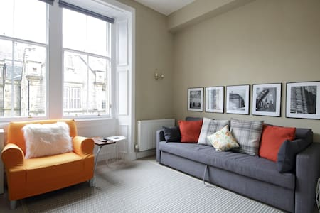 Lovely 1 BR apt in famous Stockbridge, Edinburgh
