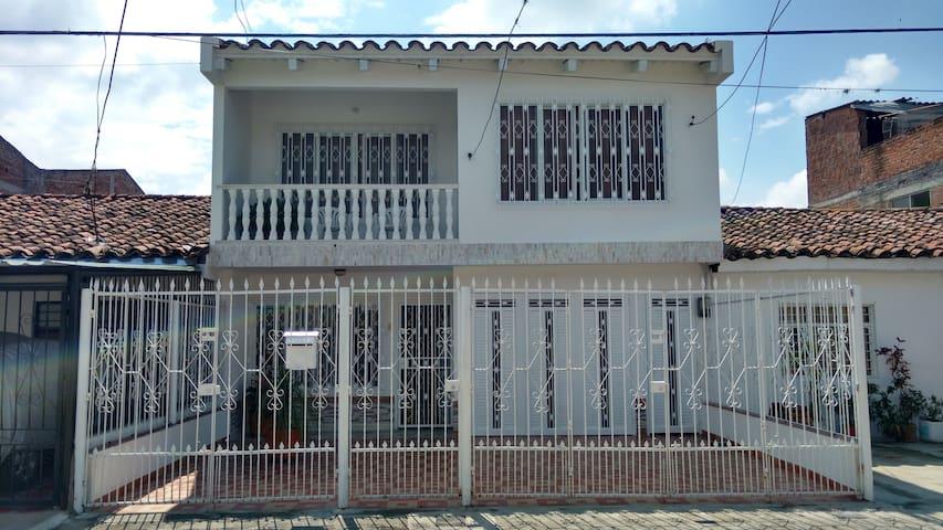 Espectacular Apartamento con 2 Habitaciones - El Cerrito - Appartement