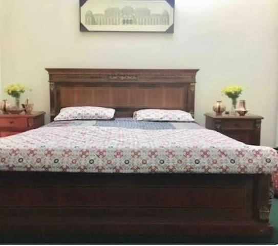 SUPER HOST FURNISHED ROOM IN SECTOR F-11 HOUSE