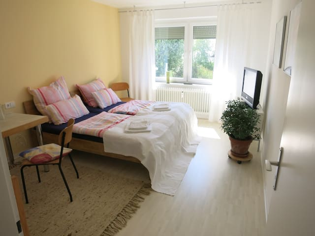 sunny, quiet room, close to the city centre