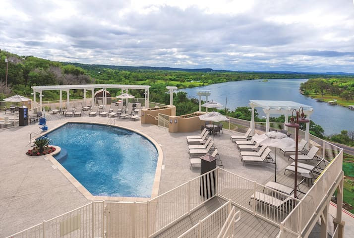 Marble Falls, TX, 2-bedroom penthouse #2