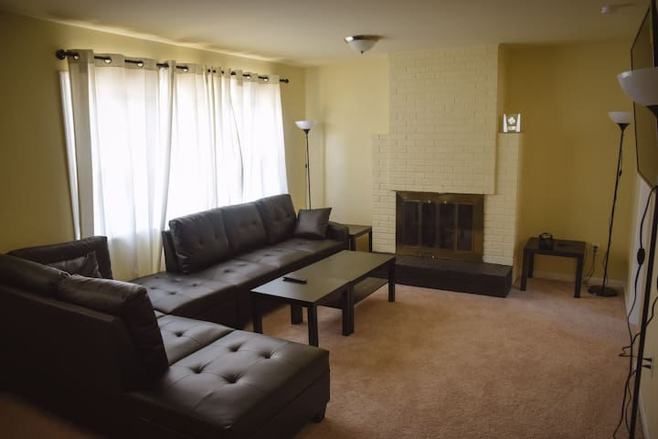 large room close to metro station ( purple )