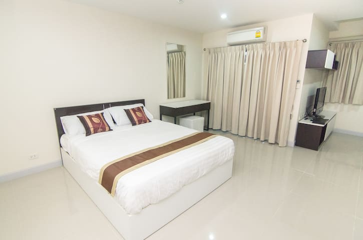 Room next to Cantral Changwattana not far Ko Kret! - Pak Kret - Apartmen