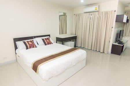 Room next to Cantral Changwattana not far Ko Kret! - Pak Kret