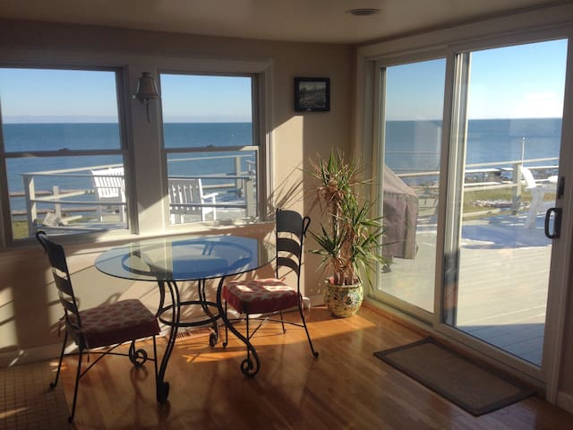 Immaculate Oceanfront Home With Private Beach! - Plymouth - Huis