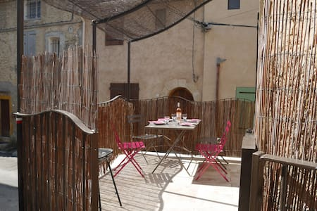 """Maison """"tout confort et lumineuse """"en Provence... - Saint-Martin-de-Brômes"""