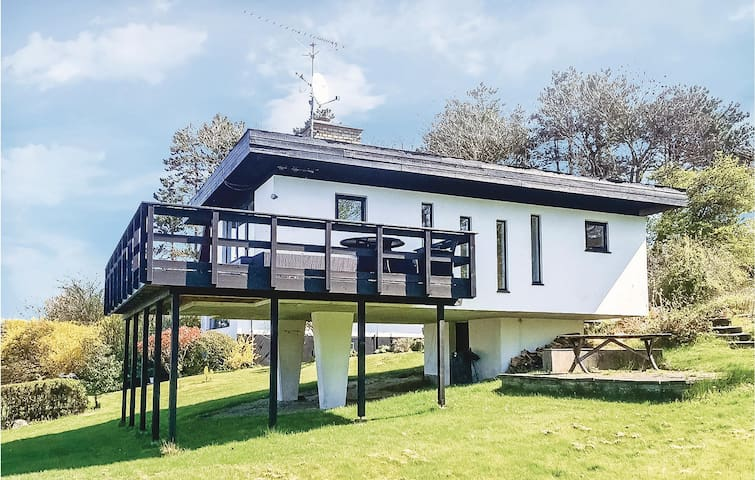 Holiday cottage with 1 bedroom on 55m² in Allinge
