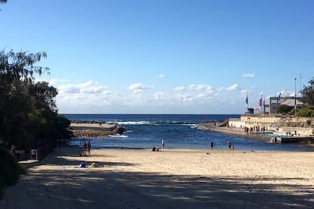 Designer family home 2mins to beach - Clovelly
