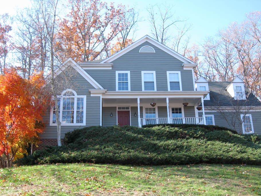 Family friendly neighborhood close to downtown Charlottesville, Jefferson's Monticello, and the University of Virginia.