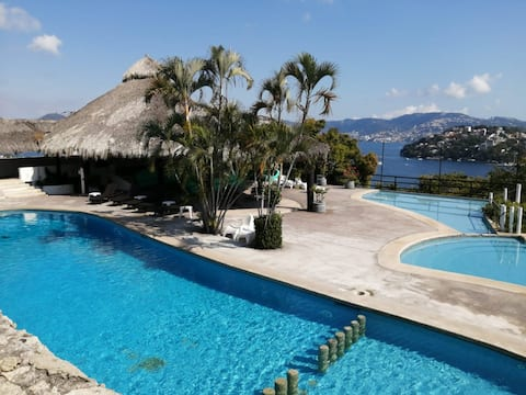 ACAPULCO: COMFORT, REST, SAFETY AND SIGHT.