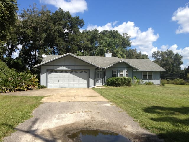 House for 10 near Skydive DeLand (Jay House)