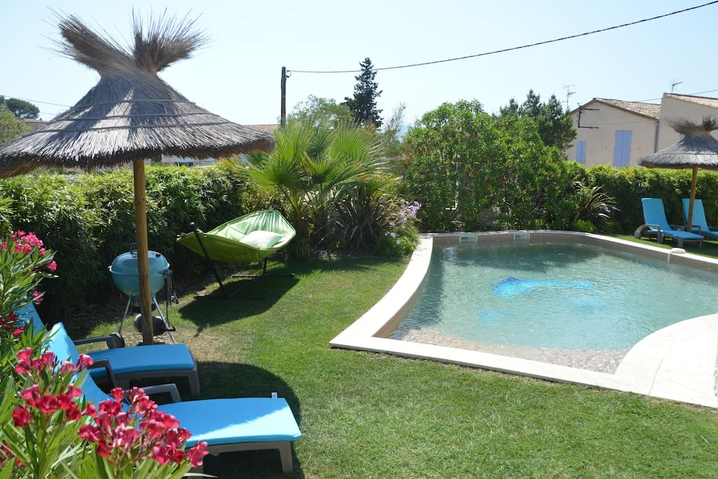 Studio 2 pers piscine chauff e cuisine et wifi houses for A la piscine translation