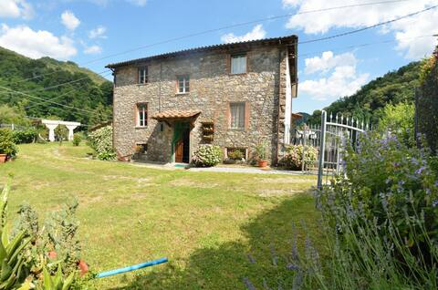 Cottage with private pool, located close to the natural reserve of the Apuan Alps