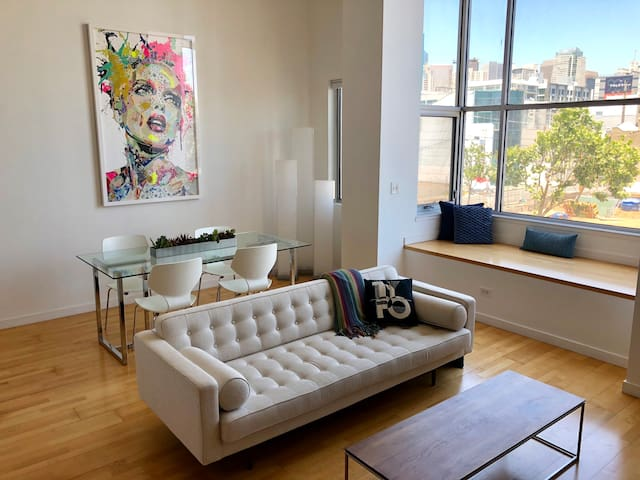 Modern SOMA Loft with great layout!
