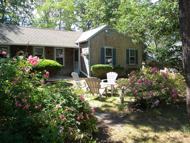 Duplex Cottage near beach in W. Harwich, Port Side - Harwich - Bungalow