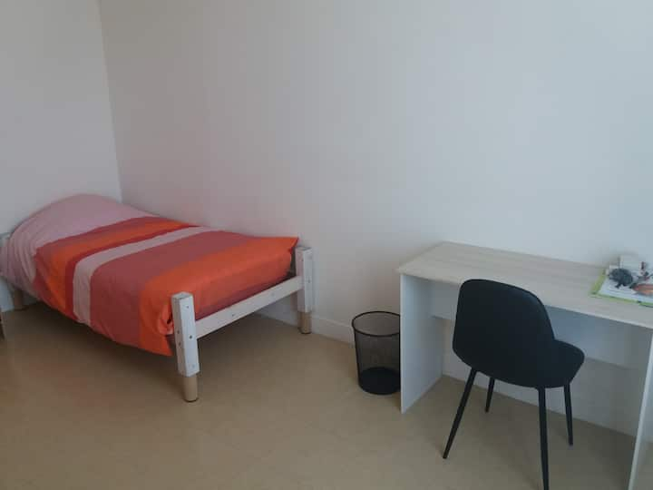 Chambre privative à 15 mn de porte maillot