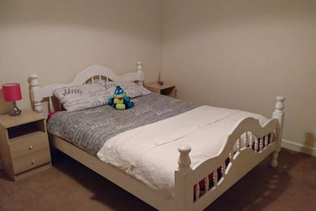Large double room close to local amenities - Trowbridge