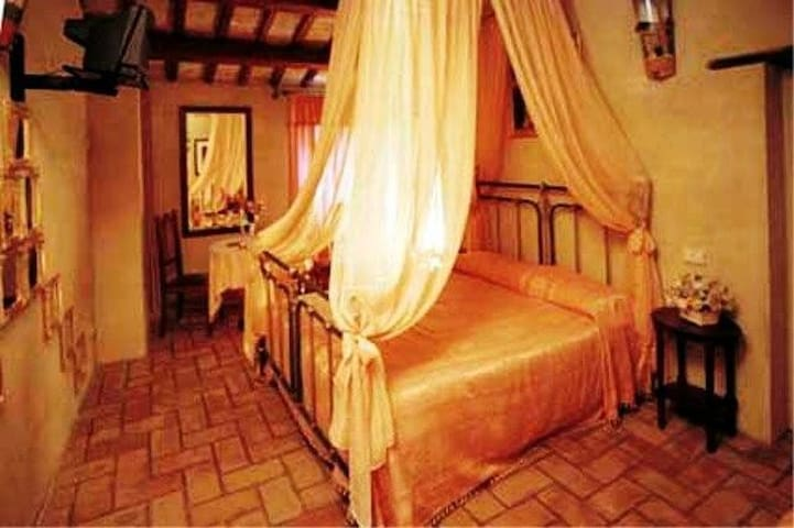 Stanza degli Specchi - Arcevia - Bed & Breakfast