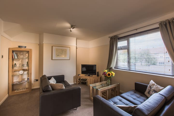 2 bed, cosy, centrally located, Minster 0.5 mile