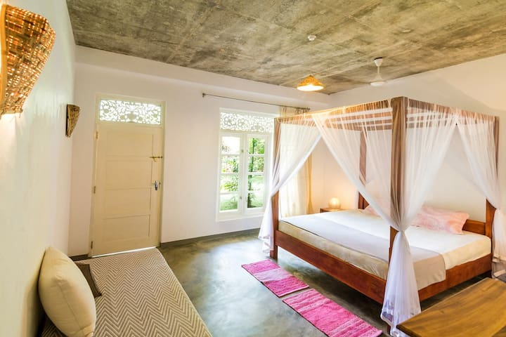 """Mirissa BnB"" (N2) spacious AC room near beach"