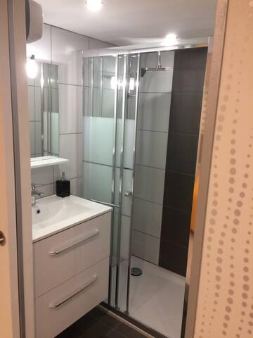 coin douche avec lavabo