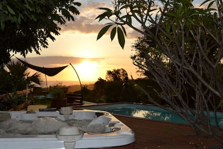 bungalow fournaise 2 pers piscine spa/jacuzzi