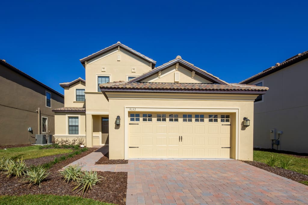 This stunning 5 bedroom pool home is located on the fabulous ChampionsGate Resort and is the perfect location for a family visit to the theme parks, shops, attractions and restaurants of Orlando.